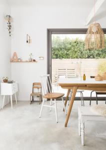 Chez-constance-et-dorian-biarritz-interieur-bois-blanc4